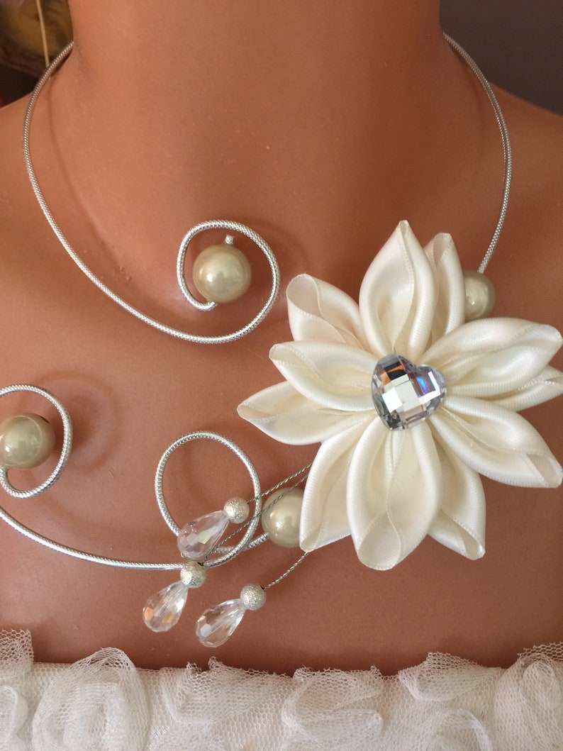 Silver ribbed aluminum wire necklace with an ivory flower made of handmade satin ribbon