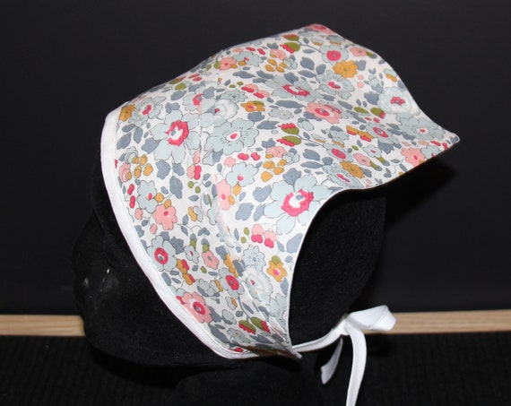 Liberty Triangle Scarf, With Contrast Linen Lining.