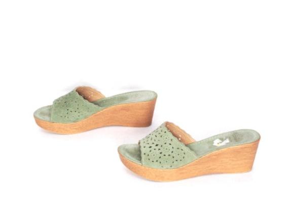 size 9 PLATFORM seafoam green leather 80s 90s WEDG