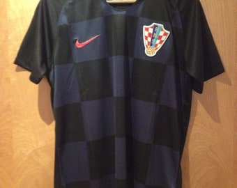 a4e85c236 World Cup Croatia football shirt Large.