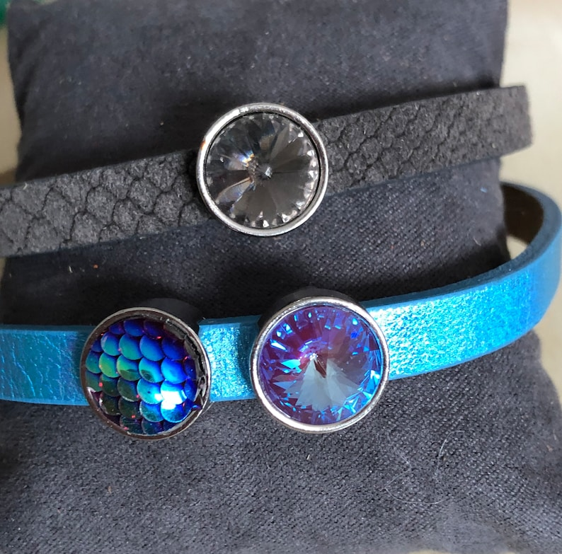 2 leather bracelets with different cbochon sliders