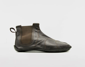 PERFORMANCE TABI: Ninja Soft Leather Tabi for OUTDOORS // Chocolate Brown // Vibram sole // Deer Leather // Barefoot shoes / Chelsea boots
