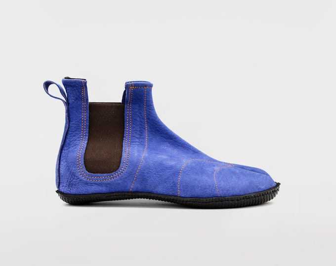 PERFORMANCE TABI: Ninja Soft Leather Tabi for OUTDOORS // Grey Blue Nobuk Leather // Vibram sole // Barefoot shoes / Chelsea boots