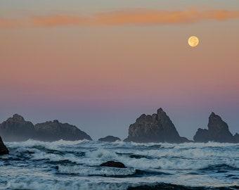 Moon setting in southern Oregon