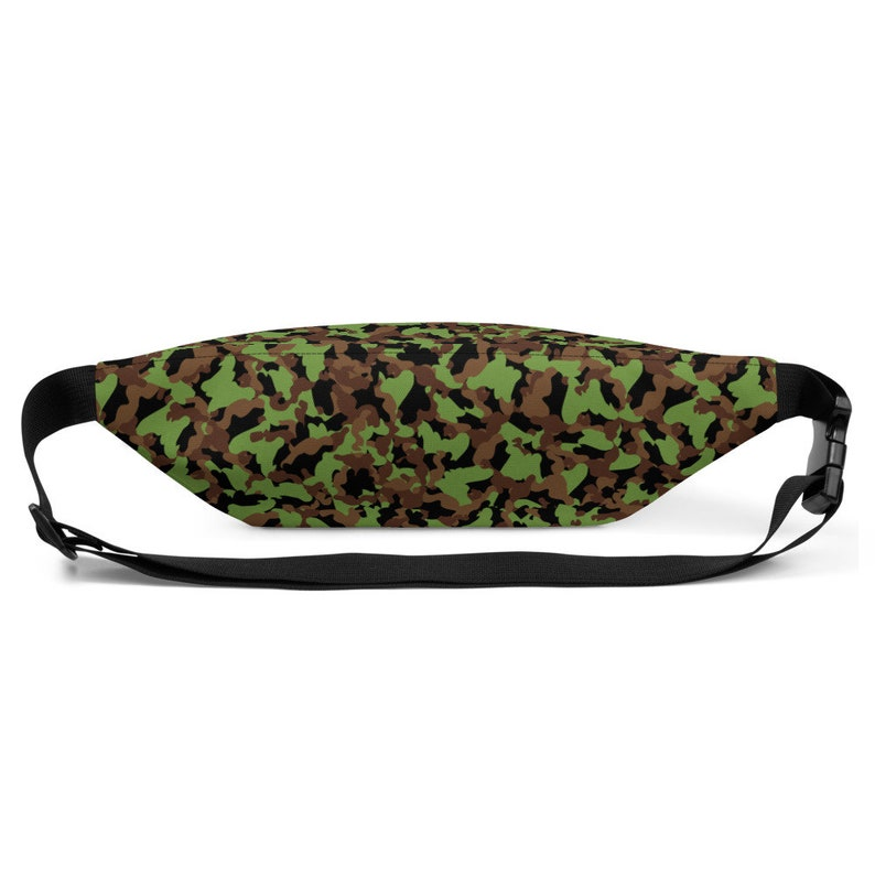 Adjustable straps Water-resistant material Green Camouflage Pattern Inside pocket Green Camo Fanny Pack