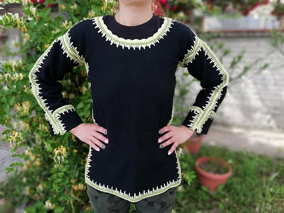 Handmade garment - Black woolen garment with yarn