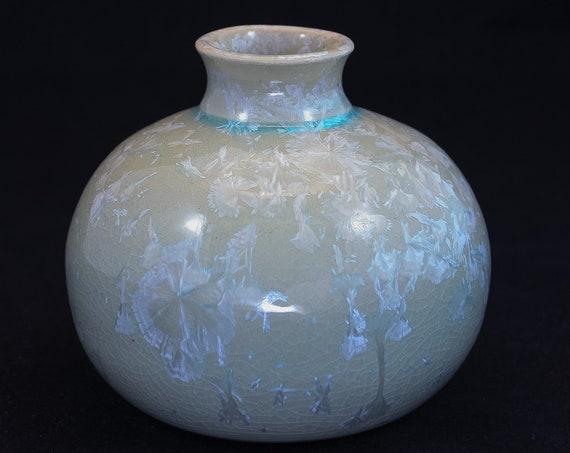 Soft Green Crystalline Vase - IIII - Classic Top