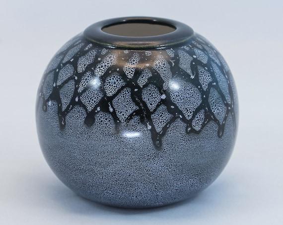Chic Wax Relief Vase - II