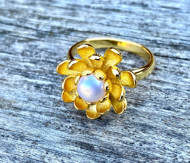 Beautiful Floral Natural White Pearl Ring