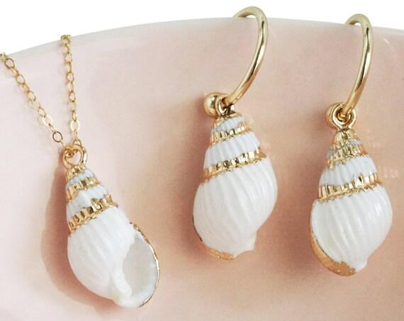Whitney Pendant. Seashell and Gold Plating.