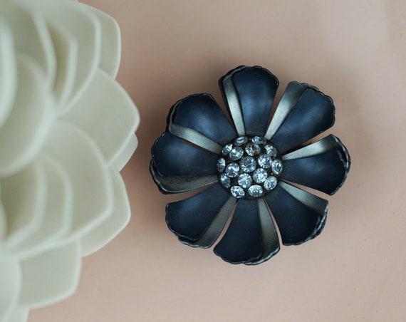Vintage Flower Mae Brooch. Enamel and Rhinestones.