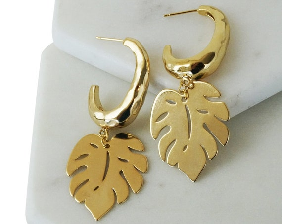 Giovanna Leaf Pendant. Gold Plated Brass.