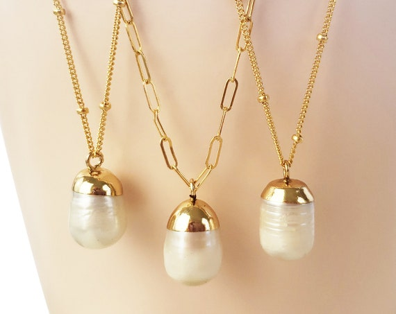 Mini Sarah Pearl Pendant. Pearl and Gold Plated Cap.