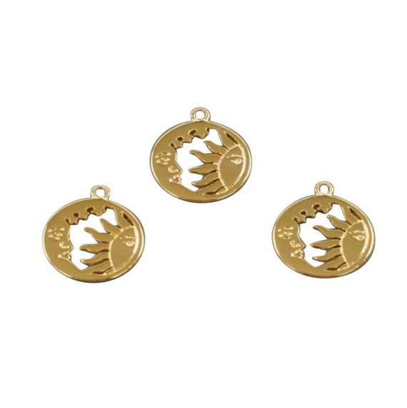 Lilly Pendant. 16K Gold Plated Brass.