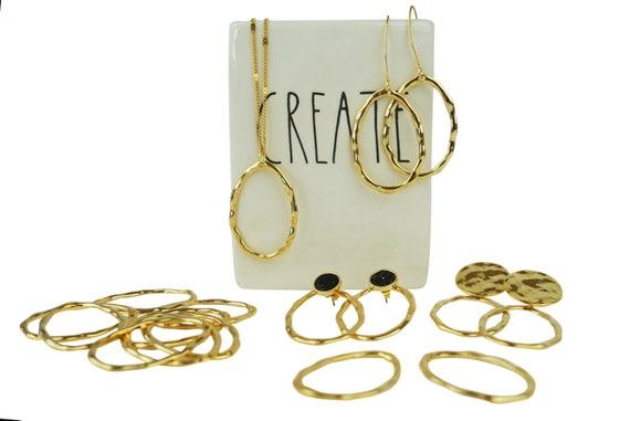 Linn Oval Pendant. Gold Plated Brass.