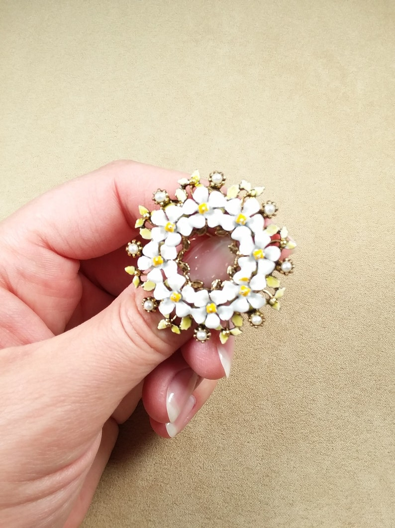 vintage signed ART WREATHS shaped enameled floral BROOCH unique gift for her collectible jewelry