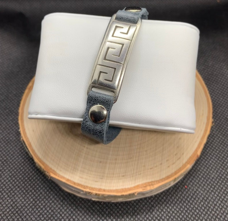 Silver magnetic clasp. Steel Gray Leather Bracelet with Rivets /& Silver Bar with Details