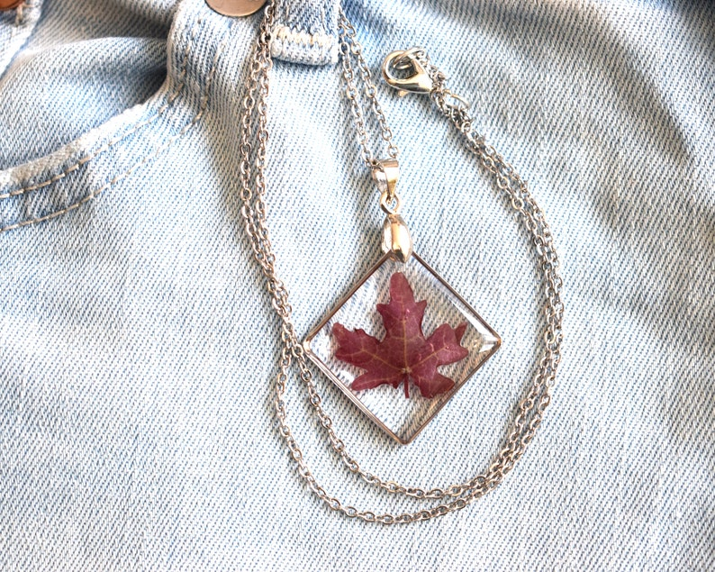 ergonomic framed pendant small with stainless steel lace Square resin pendant necklace with claret fed leaf 2x2 centimeters strong