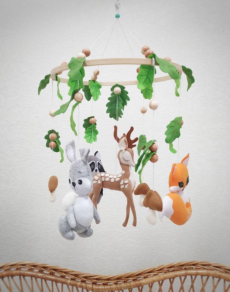 Mobile pour bébé sur le thème de la forêt - Créatrice : MobileForBaby