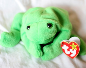 c873893876c Legs Beanie Rare Ty Beanie Baby Legs the Frog Fist in the Beanie Baby  Collection Error on Swing Tag Hang Tag Misspelling Mistakes Rare Mint
