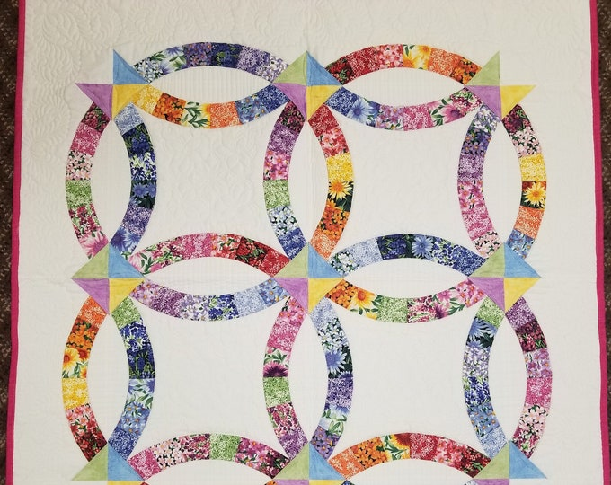 Double Wedding Ring Wall Hanging, Homemade Wall Hanging, Handmade Quilt, Custom Quilted,Beautiful Throw