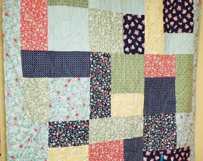 Handmade Floral Turning Twenty Quilt, Homemade Beautiful Quilted Wall Hanging, Throw, or Lap Quilt