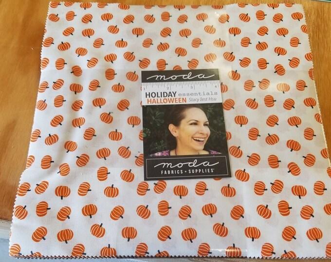 "Holiday Halloween Essentials Layer Cake, 10"" Halloween Pumpkin Pre-Cut Squares"