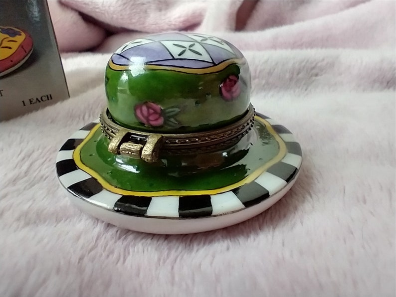 Vintage Tiny Hat Hinged Lock Box