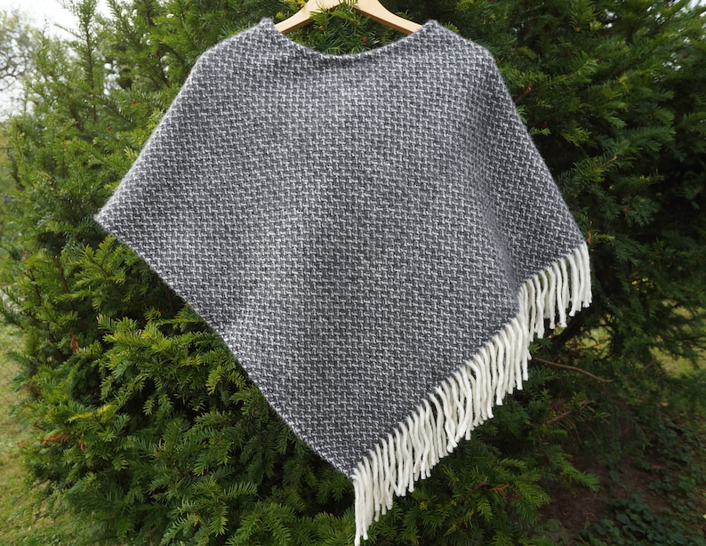 Black white wool poncho Small sized cloak with white herringbone Lambswool cloak Small sized poncho Black white cape Black white wool cape
