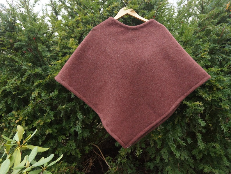 Brown great sized solid thick knit wool poncho Brown wool cloak Great sized wool brown cape Great sized brown wool cloak Solid brown poncho
