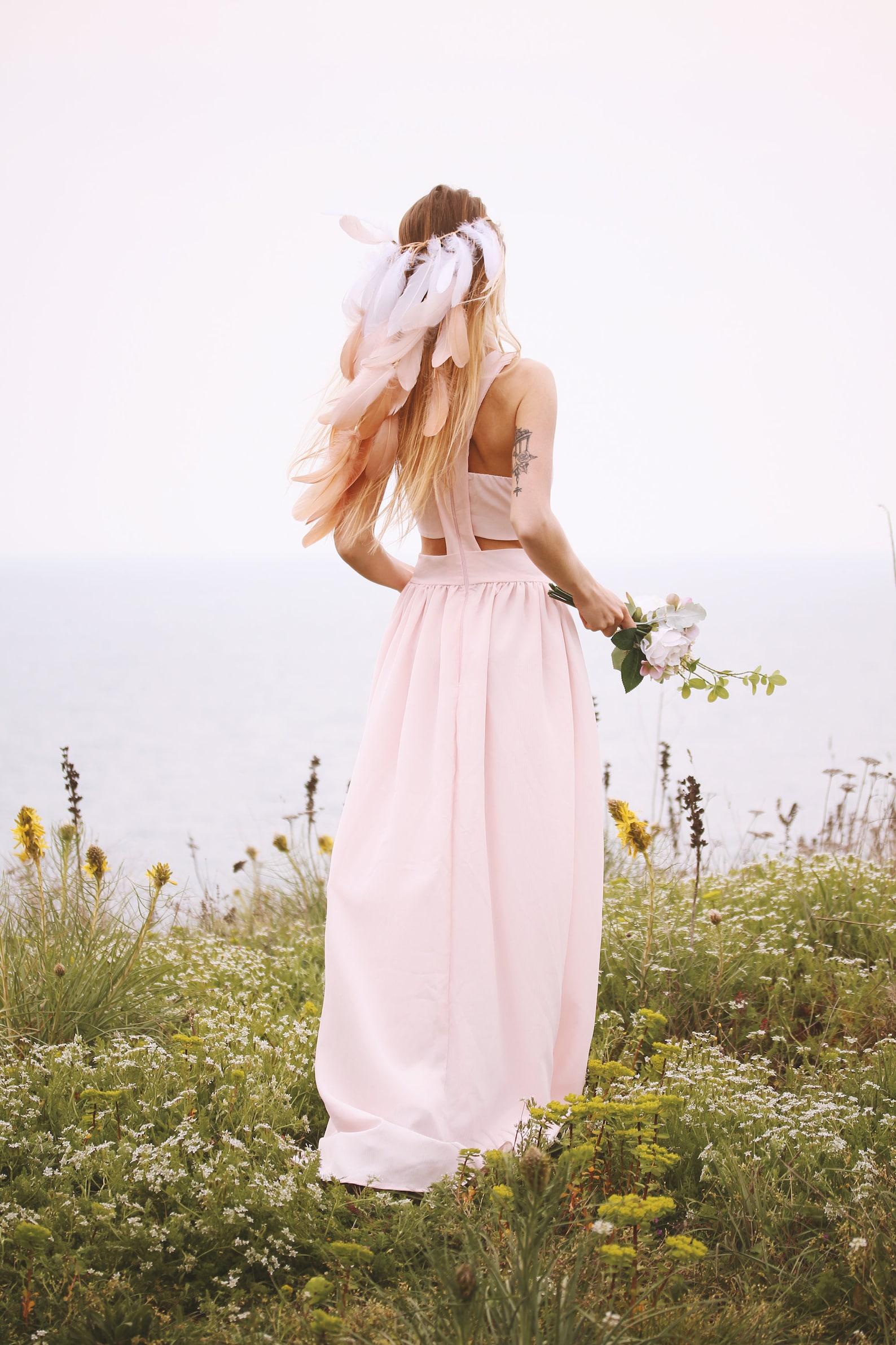 Wedding Hair Accessories Ideas for Boho Chic Brides, White & Beige Feather Boho-Chic Headband