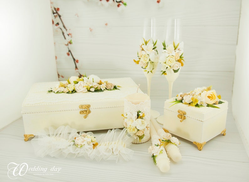 Ivory Champagne glasses Classic Toasting Flutes for wedding  Bride and Groom Cake wedding wine glasses with flowers and lace Light yellow