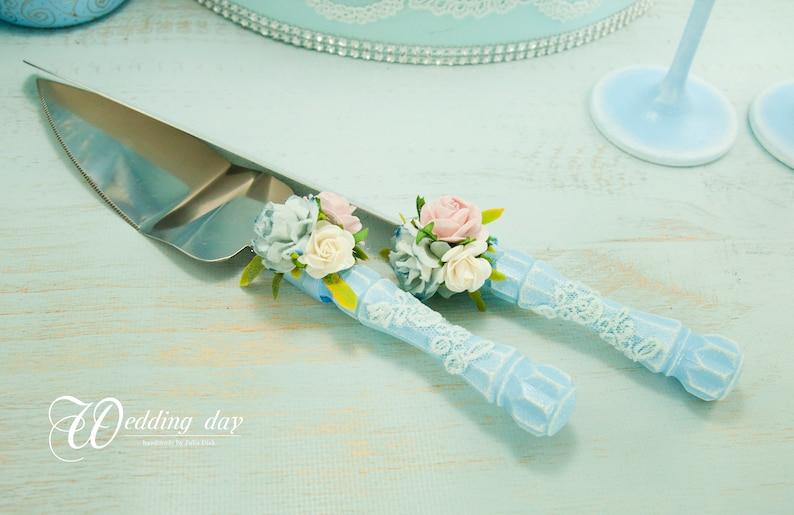 Flûtes de champagne bleu poussiéreux Lunettes de mariage roses légères avec dentelle Quelque chose de gâteau bleu serveur ensemble vintage Toasting verres pour mariée et marié