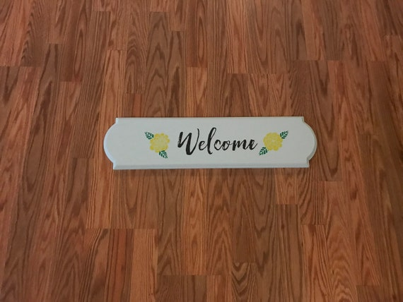 Welcome Wood Plaque with Flowers Home Decor/ Chalk Couture/ Home Decor Sign with Flowers by KBsUniqu