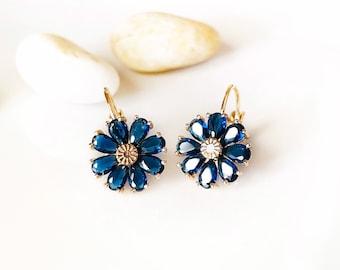 Daisy sapphire earring in 14K gold, blue gemstone flower earrings, September birthstone earring, gift for mom, gift for her