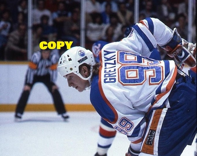 Wayne Gretzky NHL hockey legend in faceoff mode NHL Edmonton Oilers 1980's hockey picture photo RP 4x6