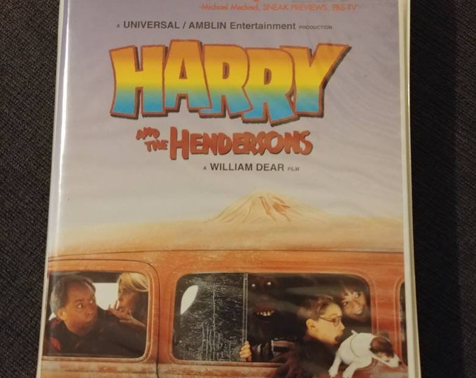 Rare Harry and the Hendersons  Movie VHS tape 1998 Canadian Clamshell version VHS MCA Home Video Canada