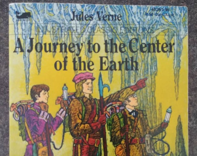 Moby Books mini Illustrated Classic Editions A Journey to the Center of the Earth book 1987 Playmore Inc. Publishers