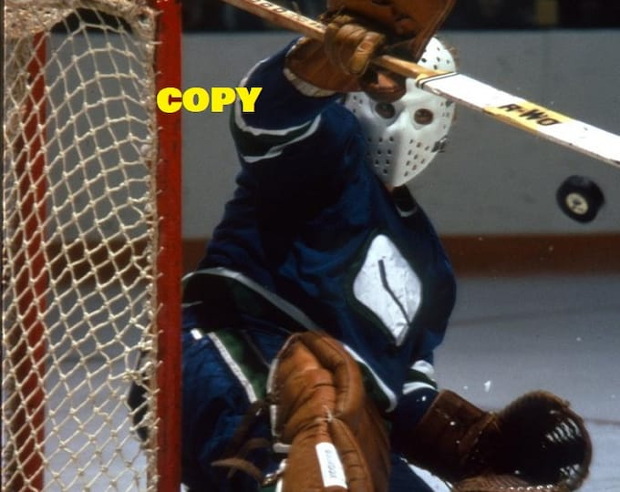 Gary Smith NHL Vancouver Canucks goalie makes a save in net 1970's hockey picture photo RP 4x6