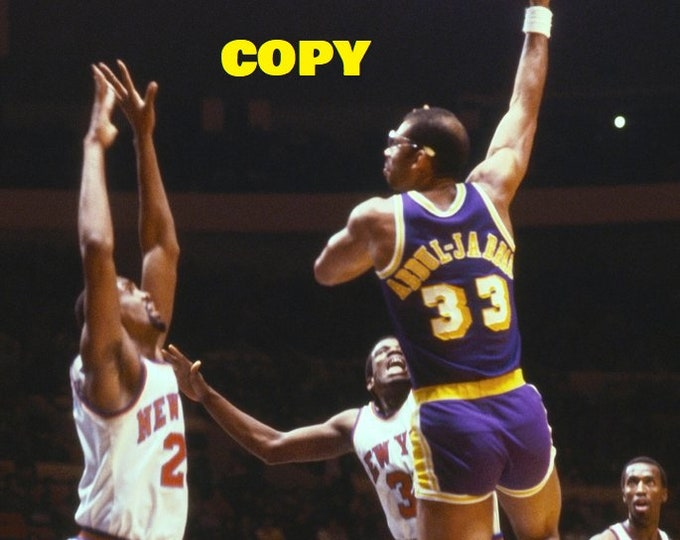 NBA star and legend Kareem Abdul-Jabbar Skyhook shot retro photo picture 1970's basketball RP 4x6