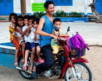 Encounters - Motoriders in Cambodia