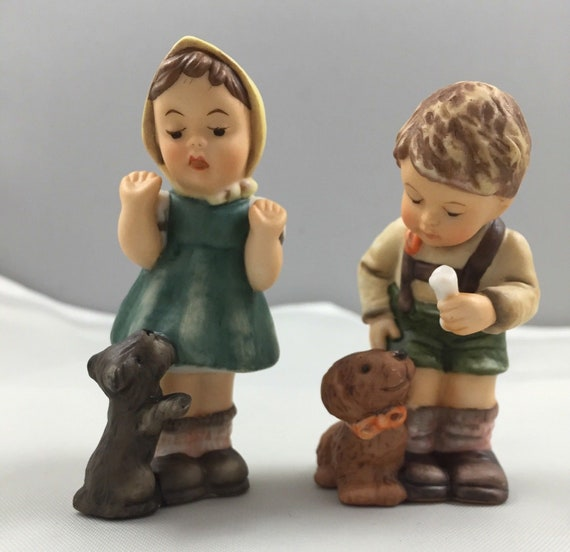 Berta Hummel Figurine Set Christmas Treat For Puppy /& A Puppy For Christmas 628