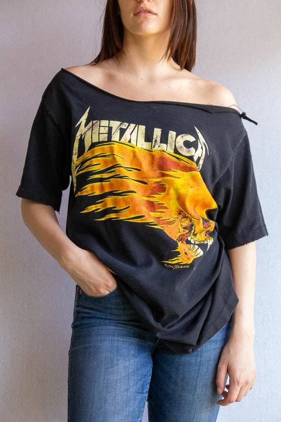 Vintage Metallica Tour Shirt - Hoop Neck - Medium