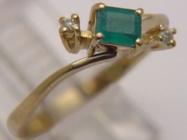 Awesome Solid 18k Gold Genuine 27pt Emerald /& 4pt Diamond Dinner  May Ring