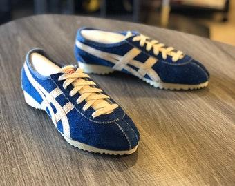 half off 51250 8ede5 Nike vintage shoes  Etsy