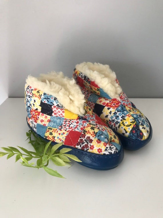 2c27e130b4fab Vintage Kids Unisex Slippers. Quilted Slippers. Boys. Girls. Size 5. Warm  Slippers.