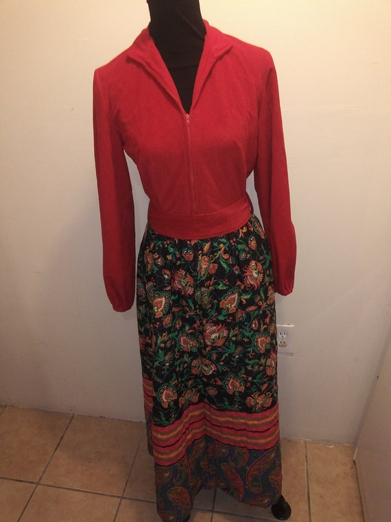 Vintage 1970s Red floral Quilted, House Dress / Ho