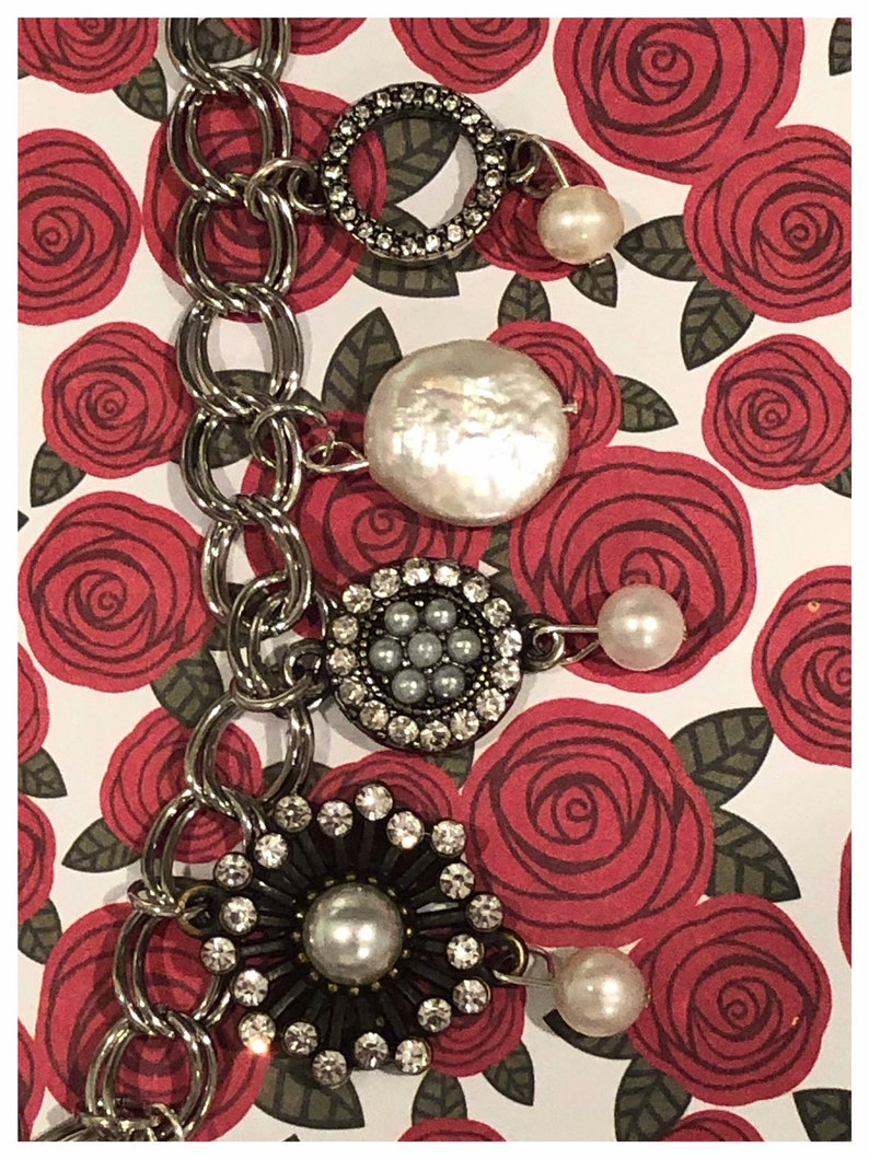 Winter/'s Rose Crystal /& Pearl Necklace