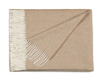 Camel and white blanket fishbone in baby alpaca, very soft and warm, unique quality, the perfect gift for the home at an affordable price!