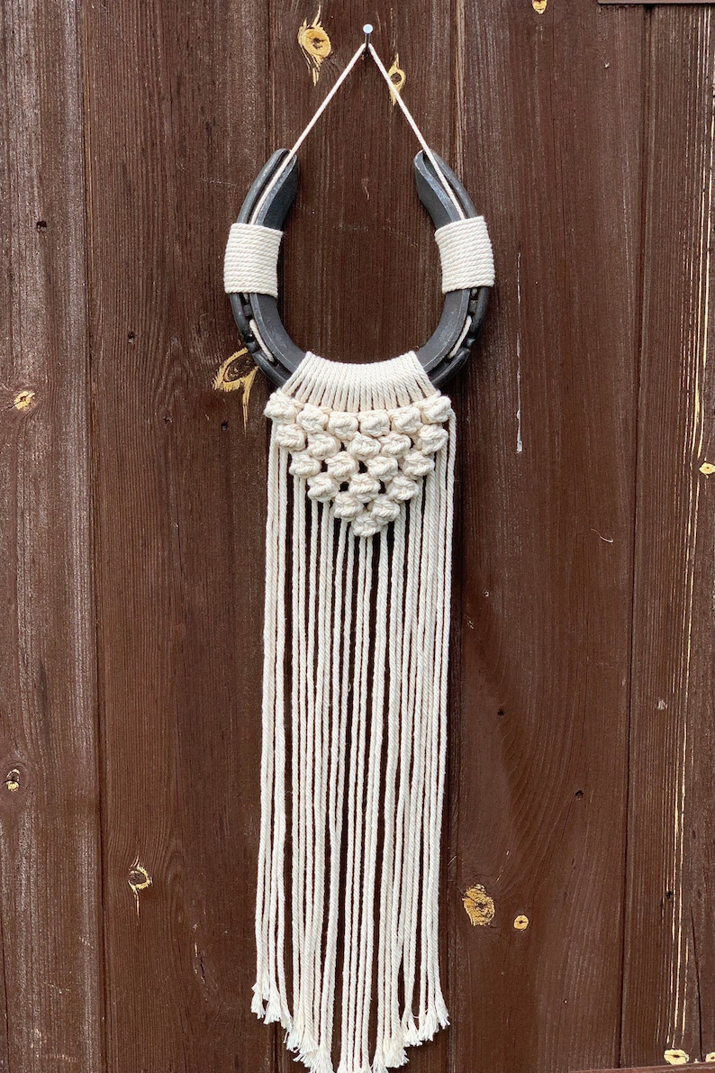 #horseshoedecor #westerndecor #rusticdecor #horseshoehanging #wallhorseshoe #hanginghorseshoe #goodluckhorseshoe #farmhousedecor #horseshoeart #horseshoedreamcatcher #craftedbyceri